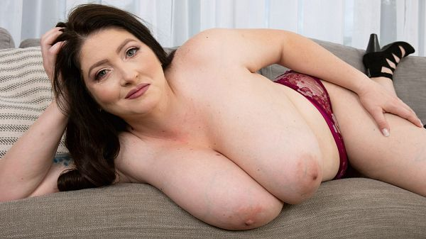 Demora Avarice: Greedy About Her Breasts